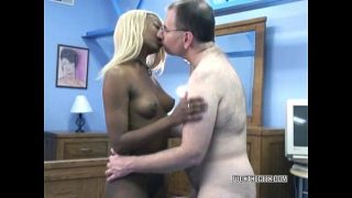 Hungry ebony hottie Fiona blowing an old geek