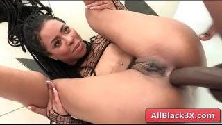 Isiah Maxwell & Kira Noir – Ebony girl annaly fucked